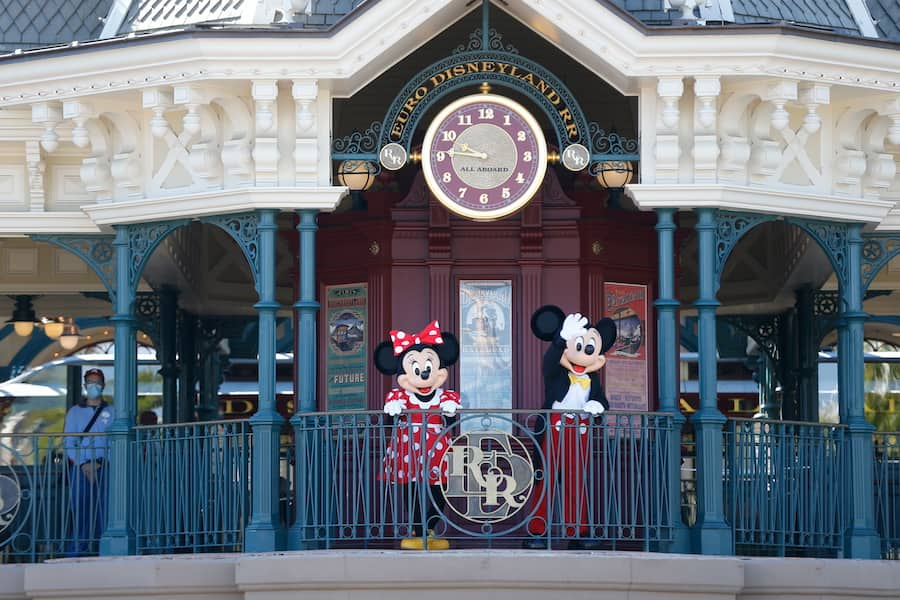 Mickey Mouse and Minnie Mouse waving to guests at Disneyland Park Paris