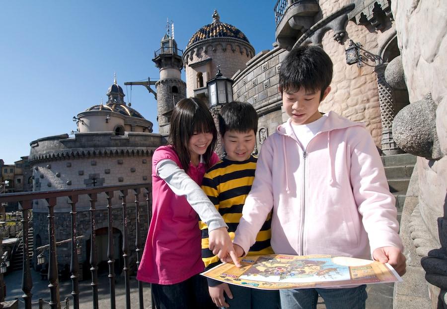 Kids playing Fortress Explorations interactive adventure at Tokyo DisneySea