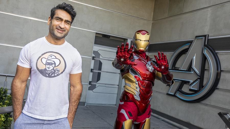Kumail Nanjiani visita o Avengers Campus