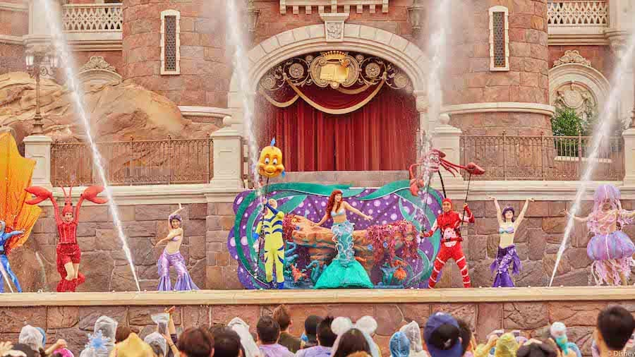 "Shanghai Disneyland's ""Summer Blast"" Castle Show"