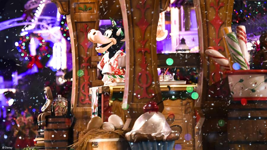 """Clarabelle Cow in """"Once Upon a Christmastime Parade"""""""
