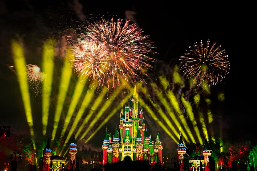 Minnie's Wonderful Christmastime Fireworks