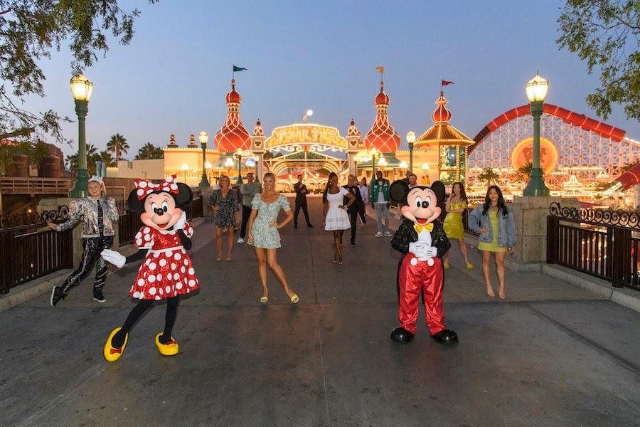 """Elenco de """"Dancing With the Stars"""" é apresentado no Disney California Adventure"""
