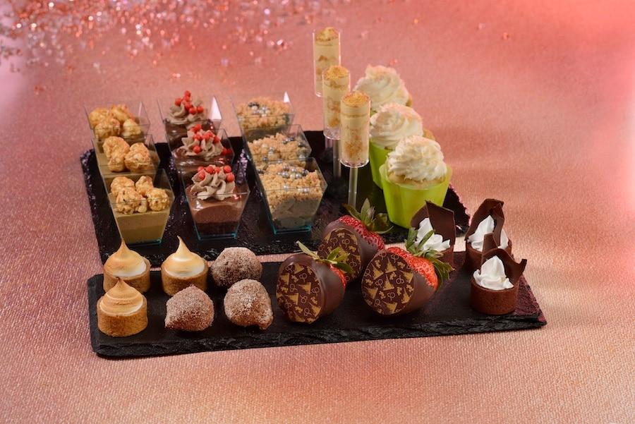 Prato com diversos dos doces das Dessert Parties do Magic Kingdom