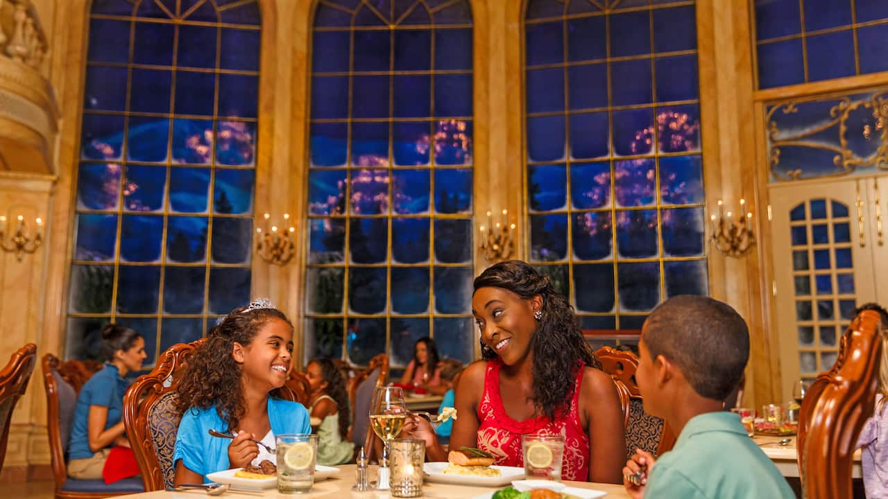 Walt Disney World Resort offers convenient ways to dine whether you want something quick, cool, classy or Character-filled.