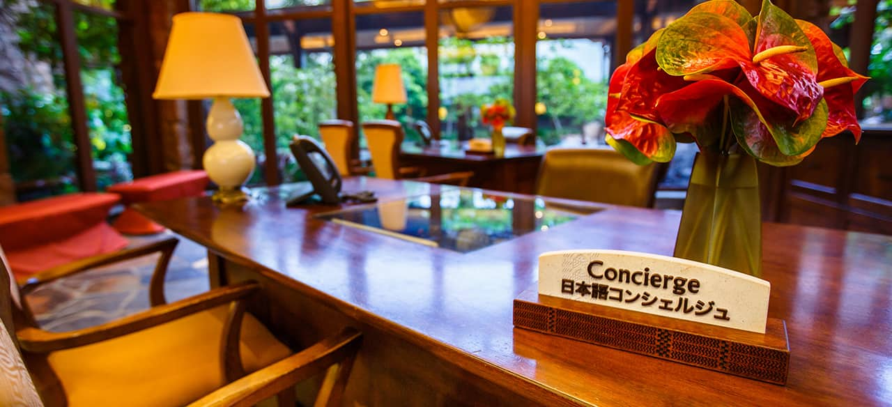 A Concierge Desk Includes A Sign For Japanese Speakers