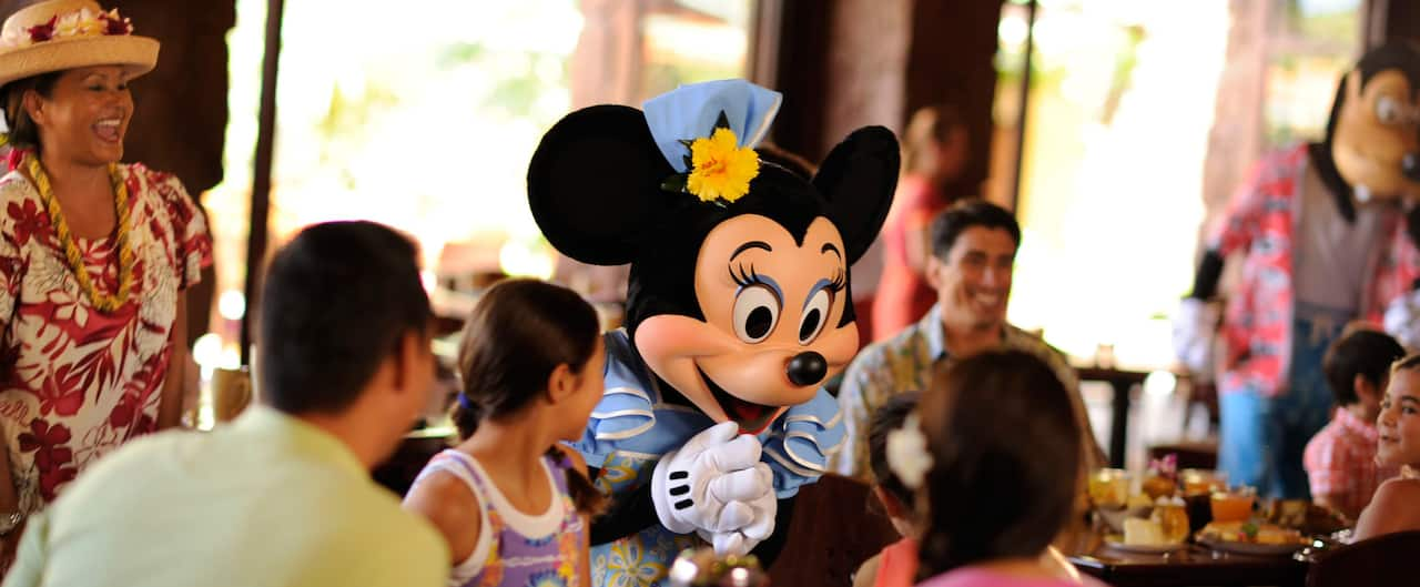 Minnie Mouse meets a family during Aunty's Breakfast Celebration at the Makahiki
