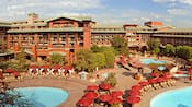 Les piscine sont au Disney's Grand Californian Hotel & Spa
