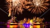 エプコットのワールド・ショーケース・ラグーンで展開するレーザー、花火、噴水、光のナイトショー