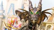 ディズニー・フェスティバル・オブ・ファンタジー・パレードのドラゴン