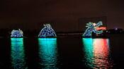 Um monstro marinho feito de luzes em uma lagoa