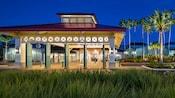 La entrada estilo colonial de Disney's Caribbean Resort