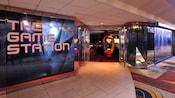 A entrada frontal da The Game Station, um fliperama