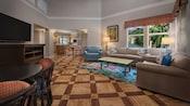 Uma grande sala de estar em um Hotel Resort de luxo