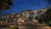 El camino que conduce al lobby de Disney's Riviera Resort