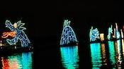 Serpente marinha criada com luzes coloridas parece nadar nas águas da Seven Seas Lagoon