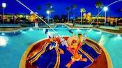 Donald, Zé Carioca e Panchito na piscina no Disney's All-Star Music Resort
