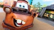 """Estatua al aire libre de Mater, de la película animada de Disney•Pixar """"Cars"""""""