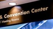 Enseigne suspendue pour les salles de réunion et le centre des congrès au Disney'sContemporaryResort