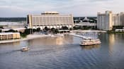 Vista aérea do lago no Disney's Contemporary Resort e Bay Lake Tower