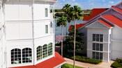 Vista panorâmica do Disney's Grand Floridian Resort & Spa e do lago