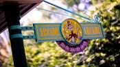 Un panneau indiquant : «Arcade, South Quarter Games»