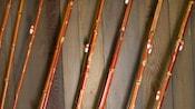 Close-up de 8 varas de pesca de bambu