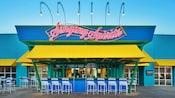 Exterior frontal del Singing Spirits Pool Bar en Disney's All-Star Music Resort