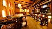 Lounge do Sanaa coberto por um brilho dourado