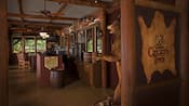 Vista interna da Crockett's Tavern localizada no Disney's Fort Wilderness Resort