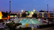 Piscine Duck Pond au crépuscule, inspirée du film Disney « Jeu de puissance »