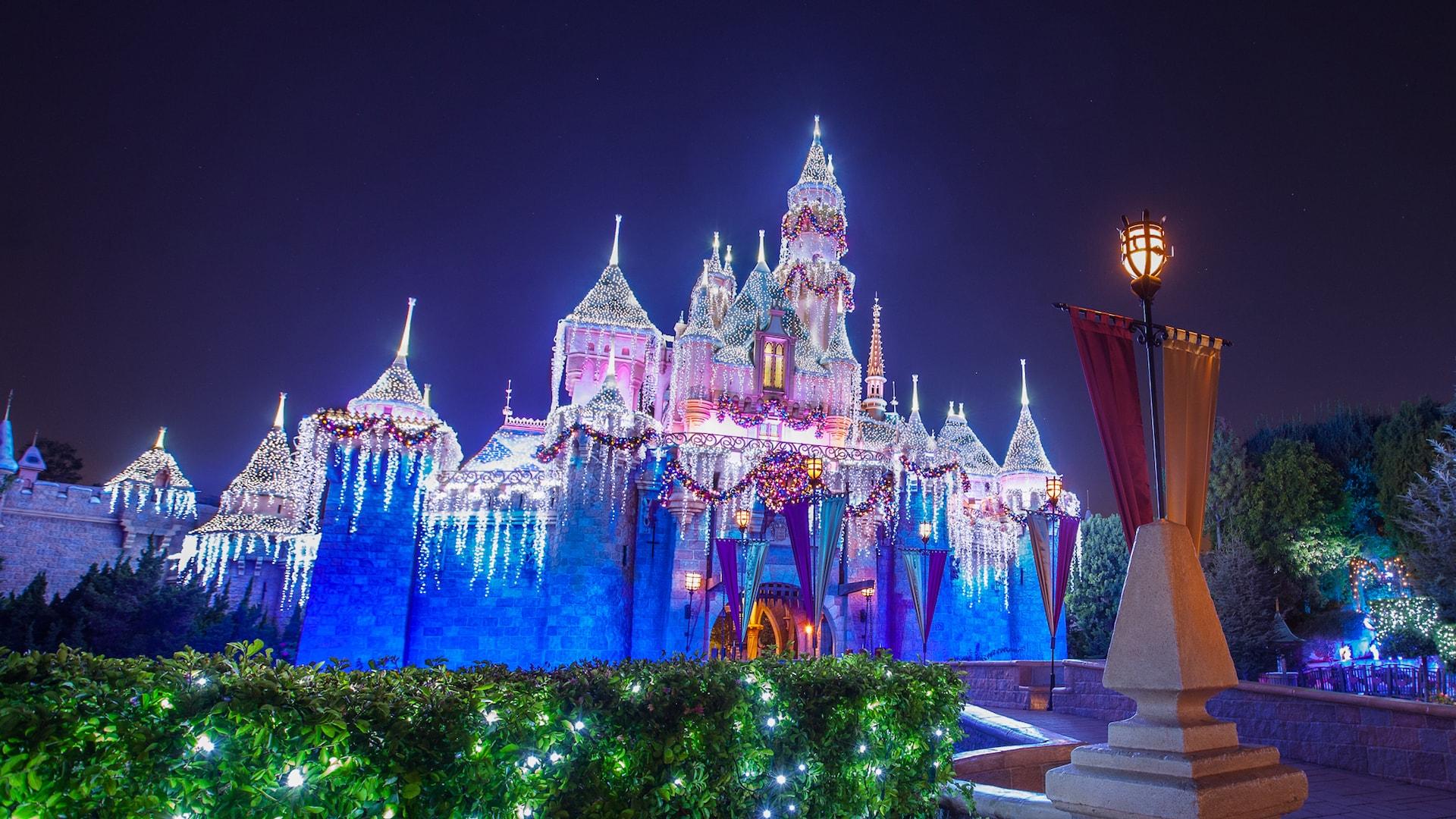 Christmas At Disneyland.Holiday Decor Christmas Lighting At Disneyland Resort