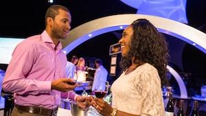 Quelques boissons et vins se tiennent par la main à la «fête pour les sens», à Epcot au Walt Disney World Resort