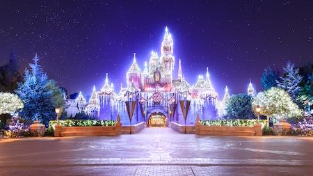 Holiday Decor Christmas Lighting At Disneyland Resort