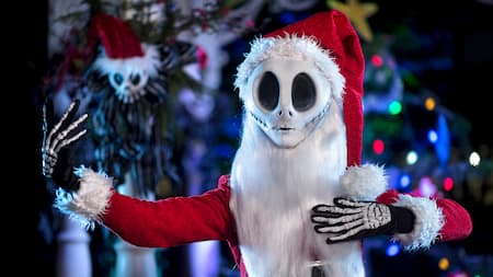 Jack Skellington esperando para encontrarse con los Visitantes durante Mickey's Very Merry Christmas Party