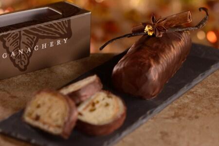 A chocolate dessert beside a box that reads 'Ganachery'