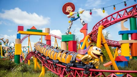 A montanha-russa Slinky Dog Dash na Toy Story Land