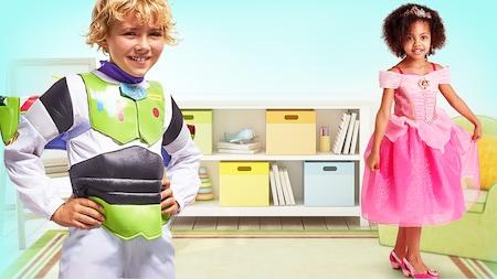 Un niño pequeño disfrazado de Buzz Lightyear y una niña pequeña disfrazada de la Princesa Aurora