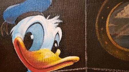 Une œuvre d'art colorée représente Donald Duck