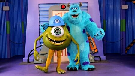 Mike e Sulley posam juntos