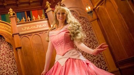La Bella Durmiente posa en su castillo