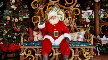 La Visita Festiva de Santa en Redwood Creek Challenge Trail