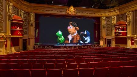 Kermit the Frog, Fozzie Bear y Gonzo en pantalla, en el teatro de Muppet*Vision 3D