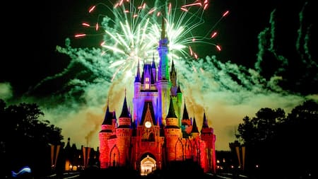 Espetáculo de fogos de artifício sobre o Cinderella Castle