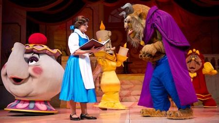 Personajes emblemáticos actúan en vivo durante Beauty and the Beast – Live on Stage en Disney's Hollywood Studios