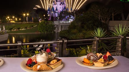 Diversos doces no Fireworks Holiday Dessert Party, no Tomorrowland Terrace