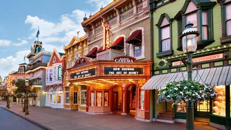 Las vidrieras de Main Street,U.S.A. esperan a los Visitantes antes de la apertura del Parque Temático Magic Kingdom