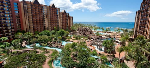 Multiple pools, waterslides and a lazy river can be found between the 2 towers of Aulani Resort