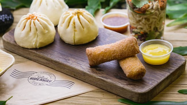 Sugar coated dumplings, served with a nicely presented, generous amount of pineapple dipping sauce