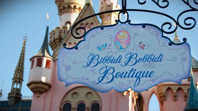 Letrero de entrada de Bibbidi Bobbidi Boutique en Disneyland Park